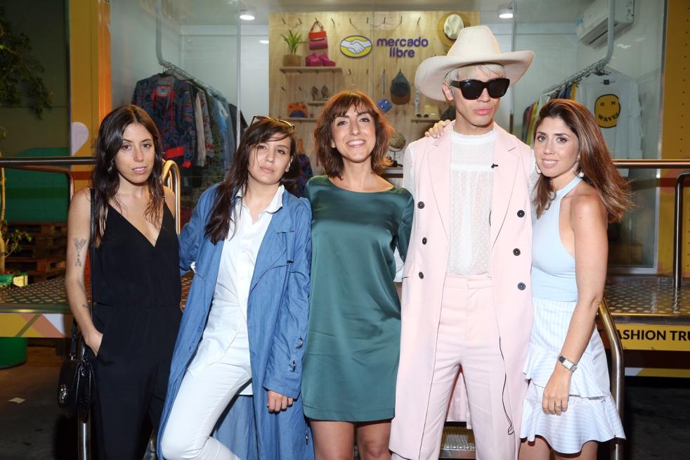 Los diseñadores y Mariela Censori, Manager de Moda de Mercado Libre